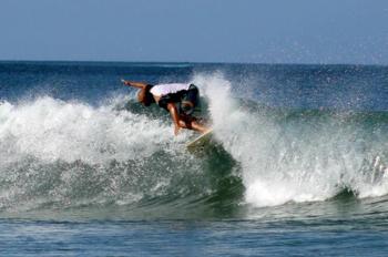 Emanuele vive in Costa Rica dove ha realizzato un Eco-Camping a Tamarindo