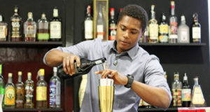 Lavorare a Londra dopo Brexit bartender Josè Antonio