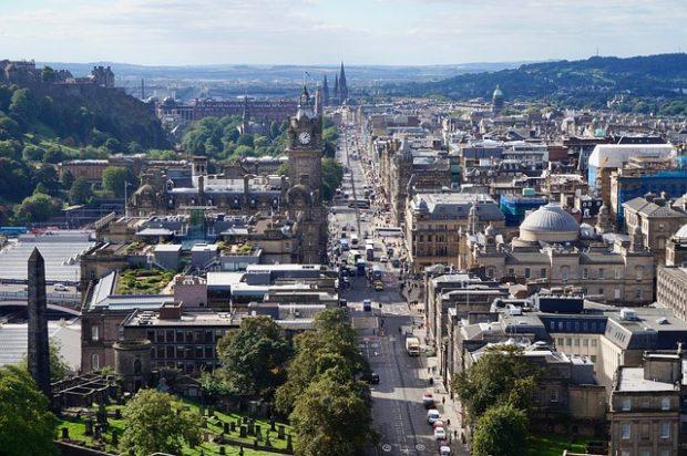 È sempre il periodo giusto per visitare Edimburgo... e migliorare l'inglese!