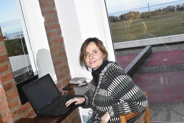 Monica ha scelto di trasferirsi a vivere in Argentina dove lavora on line nel campo del turismo e studia Turismo Rural