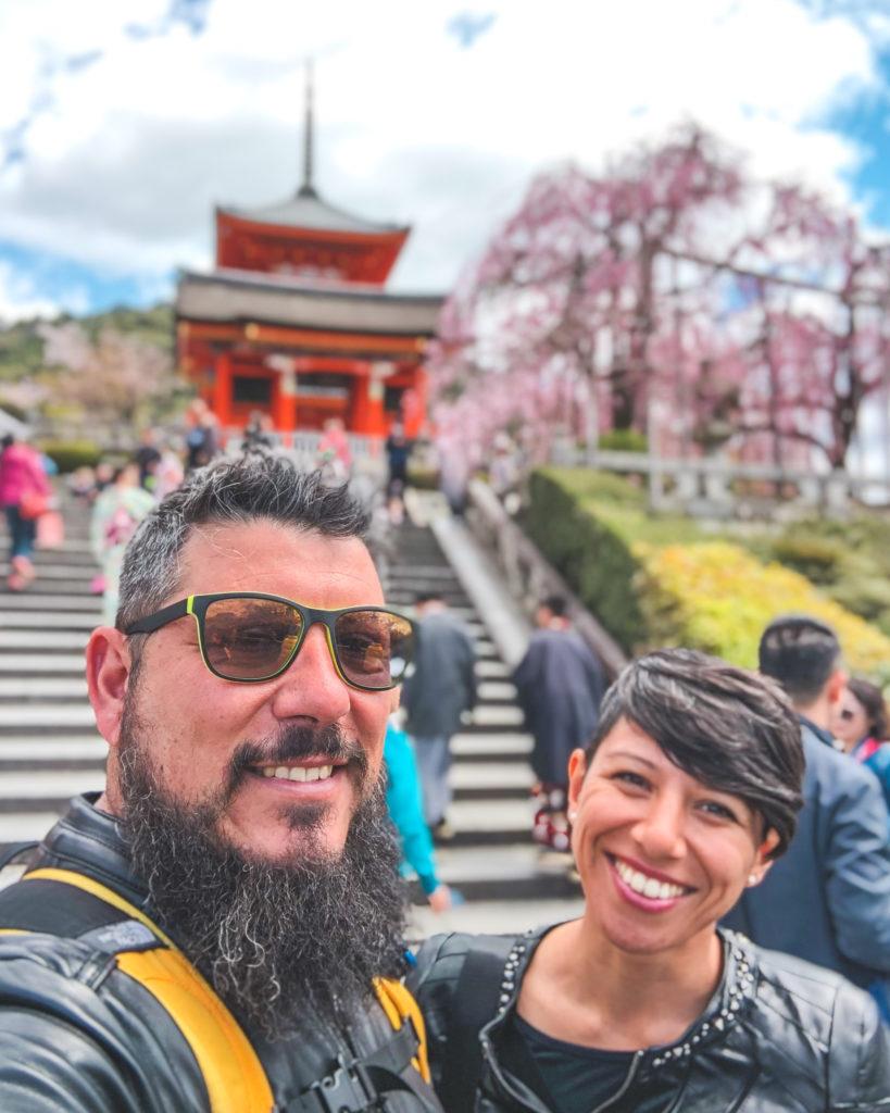 Viaggiare per il mondo a piedi: la storia di Vincenzo e Deborah di Apiediperilmondo.com