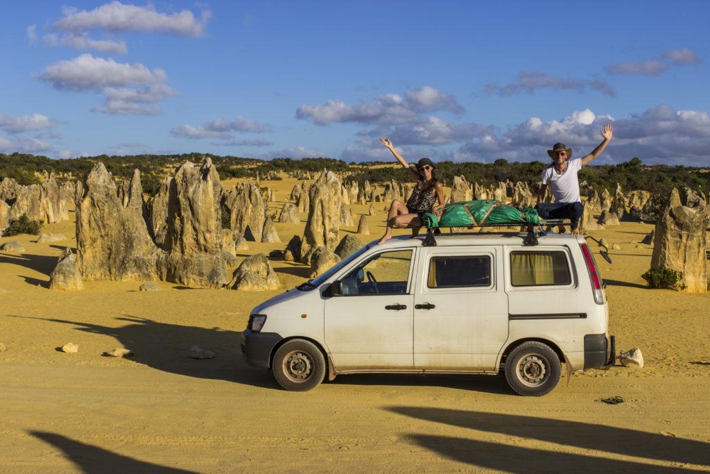 Storie di Travel Vlogger italiani: Giorgio e Martina di In Viaggio col Tubo ci raccontano la loro - Pinnacle Desert, Australia