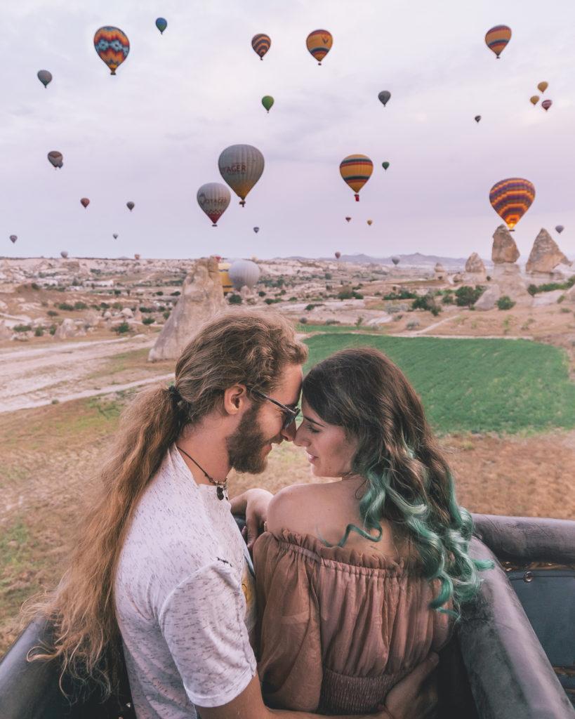 Storie di Travel Vlogger italiani: Giorgio e Martina di In Viaggio col Tubo ci raccontano la loro - Volo in mongolfiera in Cappadocia